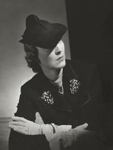 Vogue - October 1935 by Horst P. Horst