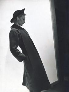 Vogue - September 1937 by Horst P. Horst