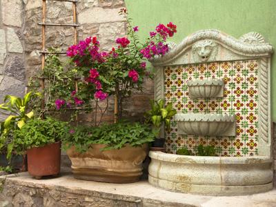 Hotel Courtyard, Guanajuato, Mexico-John & Lisa Merrill-Photographic Print