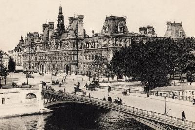 Hôtel De Ville and the Pont D'Arcole, 1900--Giclee Print