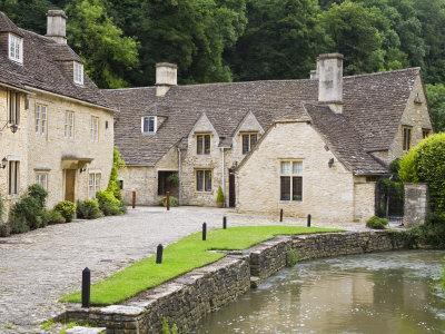 https://imgc.artprintimages.com/img/print/houses-near-the-brook-castle-combe-village-cotswolds-wiltshire_u-l-p9063n0.jpg?p=0