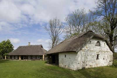 Houses with Thatched Roofs--Photographic Print