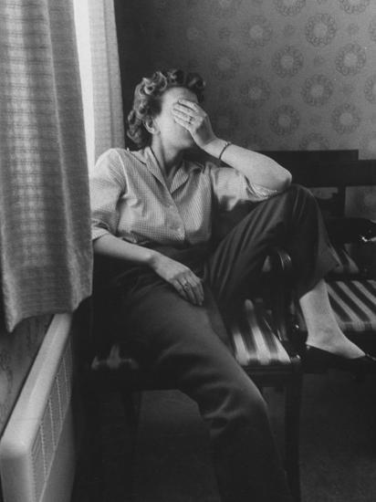 Housewife Mrs  Donald Hoover in Midst of Moving to California Photographic  Print by | Art com