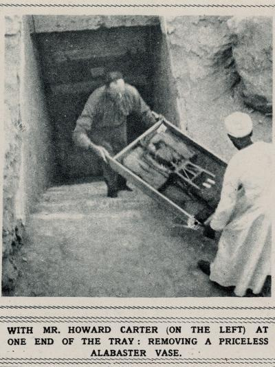 Howard Carter Removing Treasures from the Tomb of Tutankhamun--Photographic Print