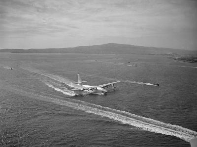 Howard Hughes' Spruce Goose Taxiing across Water--Photographic Print