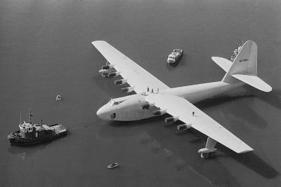 Howard Hughes' Spruce Goose--Photographic Print