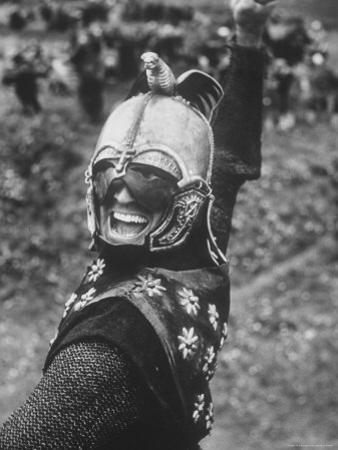 Kirk Douglas Acting in the The Vikings