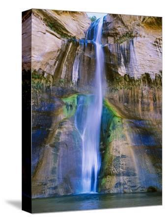 Lower Calf Creek Falls in Grand Staircase-Escalante Nat. Monument, Ut