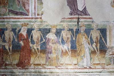 https://imgc.artprintimages.com/img/print/hrastovlje-fortified-church-trinity-church-death-accompanying-pope-and-queen-dance-of-death_u-l-prkpk10.jpg?p=0