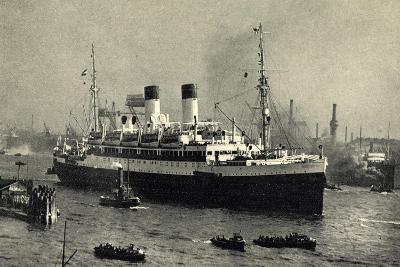 HSDG,Zweischrauben Motorschiff Im Begleitung,Dampfer--Giclee Print
