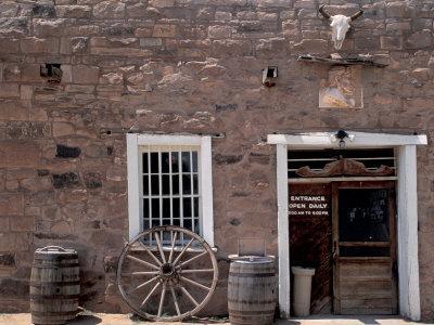 https://imgc.artprintimages.com/img/print/hubbell-trading-post-national-historic-site-on-the-navajo-nation-reservation-arizona_u-l-q10txcy0.jpg?p=0