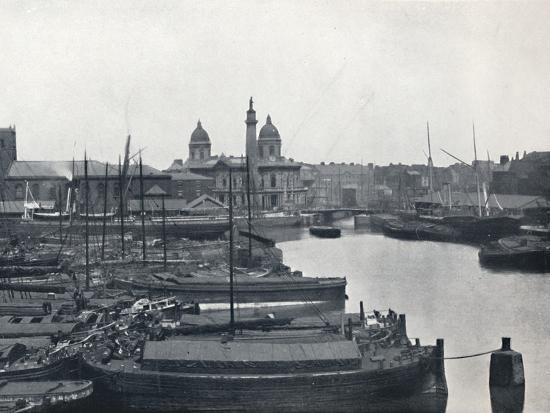 'Hull - Prince's Dock: With The Wilberforce Memorial and Dock Offices', 1895-Unknown-Photographic Print