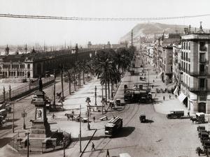Paseo De Colon by Hulton Archive