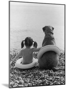 Side by Side by Hulton Archive