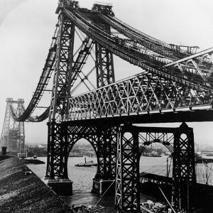 Williamsburg Bridge under Construction by Hulton Archive