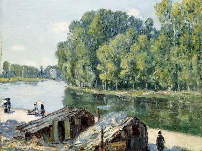 Huts Along the Canal Du Loing, Effect of Sunlight, 1896-Alfred Sisley-Giclee Print