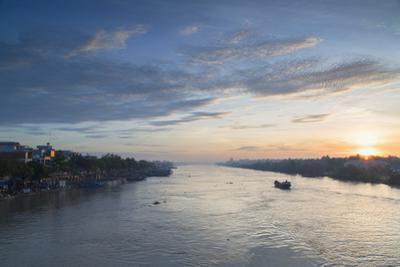 Ben Tre River at Dawn, Ben Tre, Mekong Delta, Vietnam, Indochina, Southeast Asia, Asia