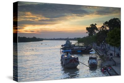 Boats on Ben Tre River at Sunset, Ben Tre, Mekong Delta, Vietnam, Indochina, Southeast Asia, Asia