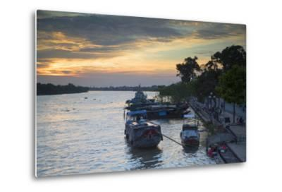 Boats on Ben Tre River at Sunset, Ben Tre, Mekong Delta, Vietnam, Indochina, Southeast Asia, Asia
