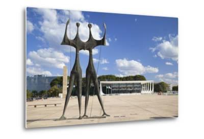 Dois Candangos (Two Labourers) Sculpture