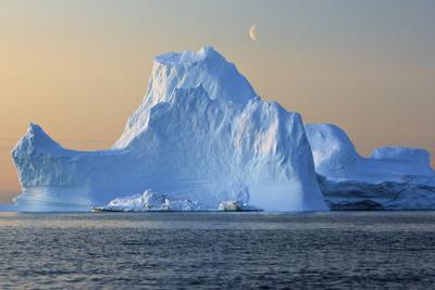 https://imgc.artprintimages.com/img/print/iceberg-disko-bay-greenland-august-2009_u-l-q10oip80.jpg?p=0