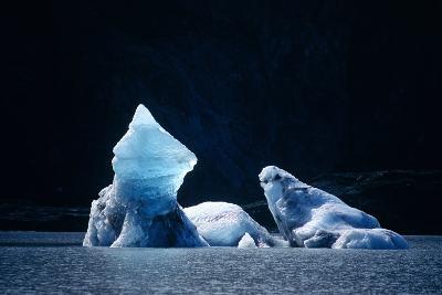 Icebergs In Lowell Lake, Canada-David Nunuk-Photographic Print