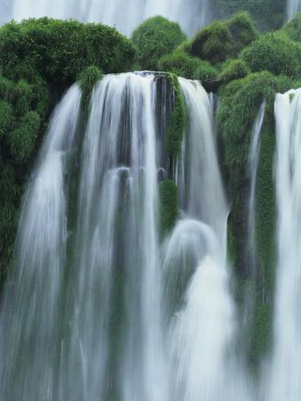 https://imgc.artprintimages.com/img/print/iguazu-falls-in-argentina_u-l-pzlub20.jpg?p=0