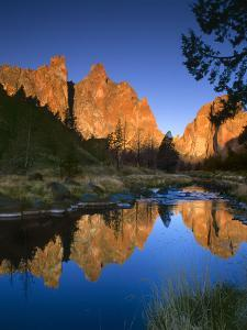 Smith Rock Vertical by Ike Leahy