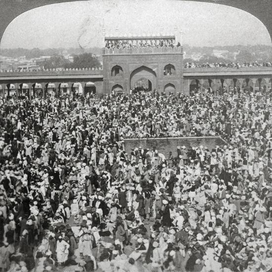 In the Court of the Jumma Mosque, Delhi, India, 1903-Underwood & Underwood-Giclee Print