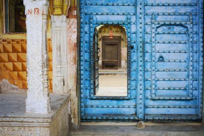 https://imgc.artprintimages.com/img/print/india-rajasthan-colorful-house_u-l-q1gaz8m0.jpg?p=0