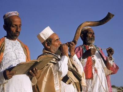 Indian Rabbi Blowing the Shofar Horn on the Jewish Sabbath-Alfred Eisenstaedt-Photographic Print