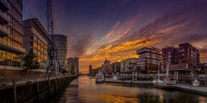 Germany, Hamburg, Hafencity, 'Magellan-Terrassen', 'Sandtorkai', 'Sandtorhafen' (Harbour by Ingo Boelter