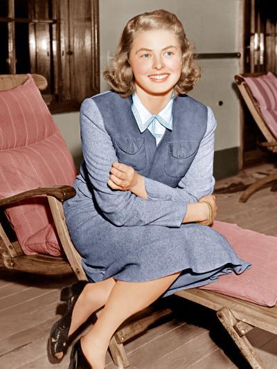 Ingrid Bergman lounges on ship deck, 1940--Photo