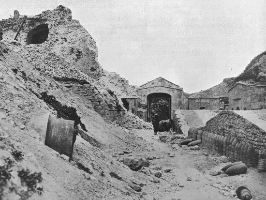 'Inside the wrecked fortress of Sedd el Bahr', 1915-Unknown-Photographic Print