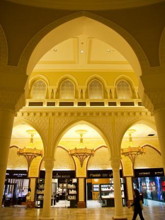 https://imgc.artprintimages.com/img/print/interior-of-dubai-mall-shopping-centre_u-l-pd6ru50.jpg?p=0
