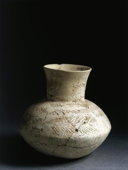 Iraq, Tell Abu Husaini, Vase with Herringbone Pattern Decoration--Giclee Print