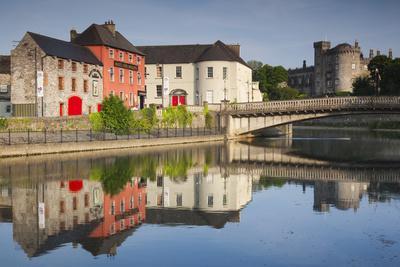 https://imgc.artprintimages.com/img/print/ireland-county-kilkenny-pubs-along-river-nore-and-kilkenny-castle_u-l-q1d6ghh0.jpg?p=0