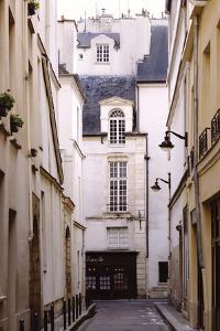 Secret Paris by Irene Suchocki