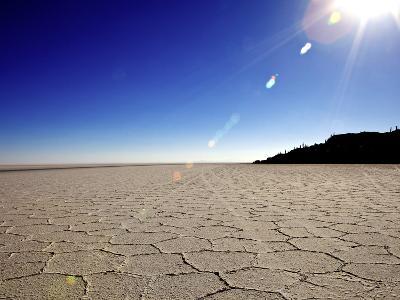 Isla de Los Pescadores and Salt Flats, Salar de Uyuni, Southwest Highlands, Bolivia, South America-Simon Montgomery-Photographic Print