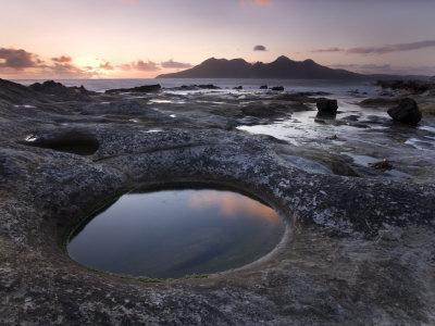 https://imgc.artprintimages.com/img/print/isle-of-rum-at-sunset-from-rock-formation-at-laig-bay-isle-of-eigg-inner-hebrides-scotland-uk_u-l-p7n0rk0.jpg?p=0