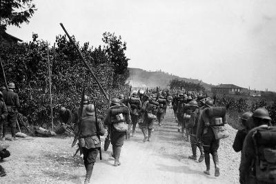 Italian Infantry of World War I March Toward the Italian-Austrian Front-Ugo Ojetti-Photographic Print