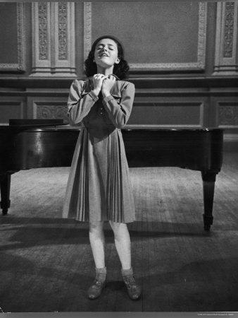 https://imgc.artprintimages.com/img/print/italian-lyric-soprano-anna-maria-alberghetti-preparing-for-her-american-debut-at-carnegie-hall_u-l-p443tr0.jpg?p=0
