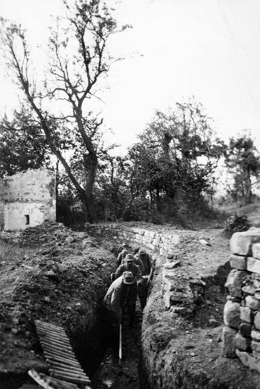 Italian Soldiers of World War I Dig a Communication Trench Near Lucinico  Photographic Print by Ugo Ojetti   Art com