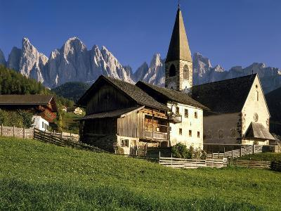 Italien, Sv¼dtirol, Dolomiten, Villnv?VŸtal, St. Magdalena, Geislerspitzen, Berglandschaft-Thonig-Photographic Print