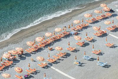 https://imgc.artprintimages.com/img/print/italy-amalfi-coast-positano-beach_u-l-pyp74z0.jpg?p=0