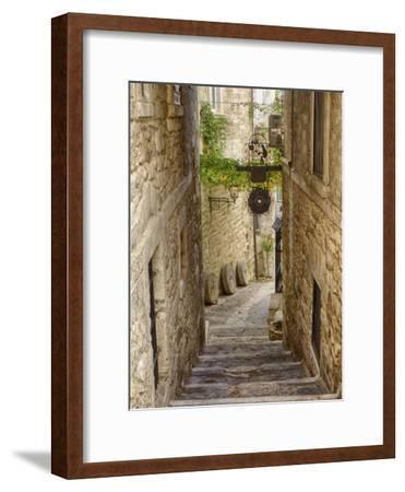 Italy, Apulia, Foggia, Vieste. A picturesque alley in Vieste old town.-Julie Eggers-Framed Premium Photographic Print