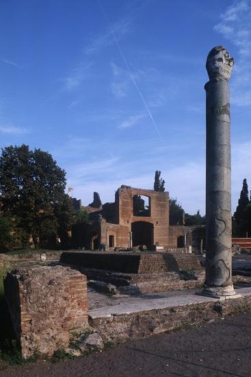 Italy, Latium Region, Rome Province, Tivoli, Hadrian's Villa, Building with Three Exedras--Giclee Print