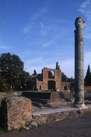 https://imgc.artprintimages.com/img/print/italy-latium-region-rome-province-tivoli-hadrian-s-villa-building-with-three-exedras_u-l-pouc9j0.jpg?p=0