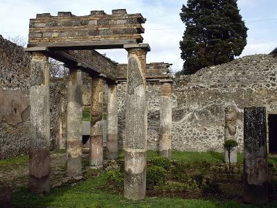 Italy, Pompeii, Villa of Diomedes, Atrium-Peristyle--Photographic Print