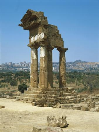 https://imgc.artprintimages.com/img/print/italy-sicily-region-agrigento-province-agrigento-valley-of-temples-temple-of-dioscuri_u-l-poqcz40.jpg?p=0